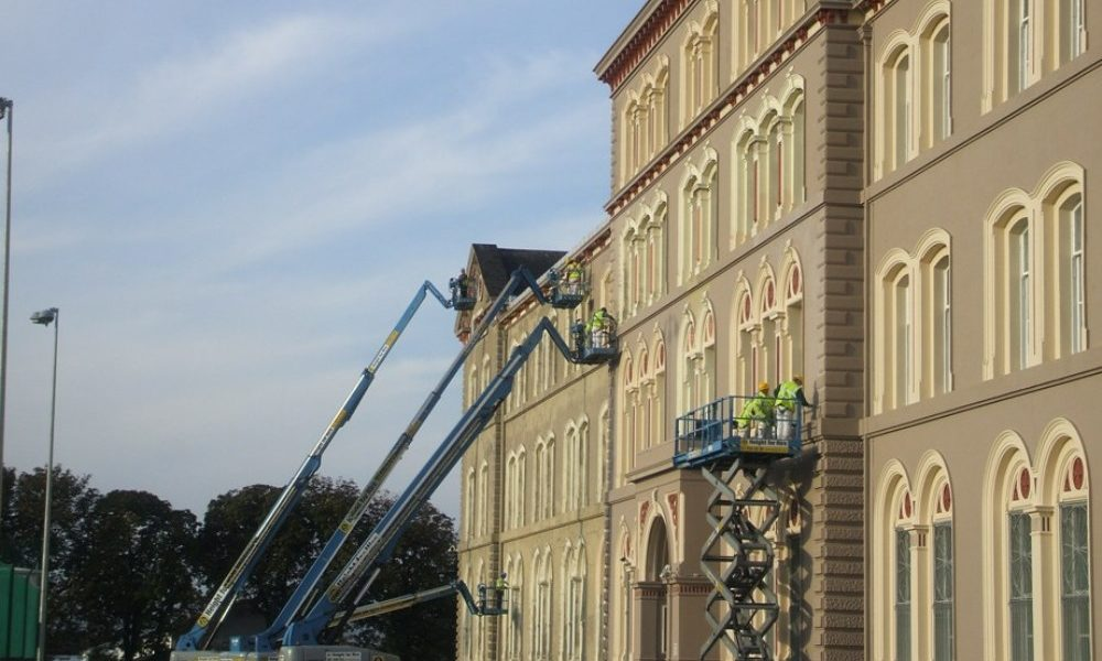 http://precisionconstruction.ie/wp-content/uploads/2017/11/HOISTS-in-FRONT-OF-BUILDING-1000x600.jpg